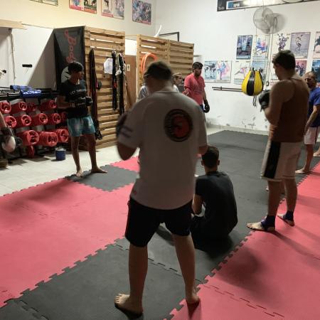 Tres competidores basavilbasenses de kick boxing participan de un importante evento en Misiones
