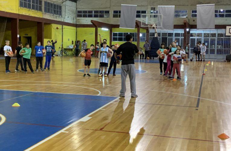 Este sábado en el Polideportivo Gral. San Martín de Basavilbaso se realizará un encuentro de básquet