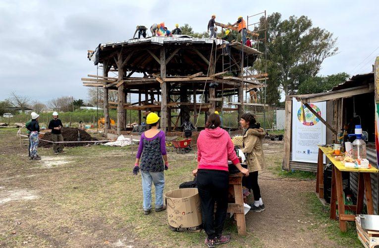 La Diplomatura en Bioconstrucción de la UTN Paraná utilizó como sede para una clase la Escuela Sustentable Gasetí Gazún de Rosario del Tala