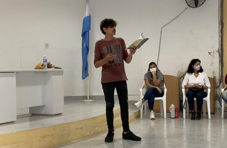 El escritor Juan Solá se presentó en Mansilla