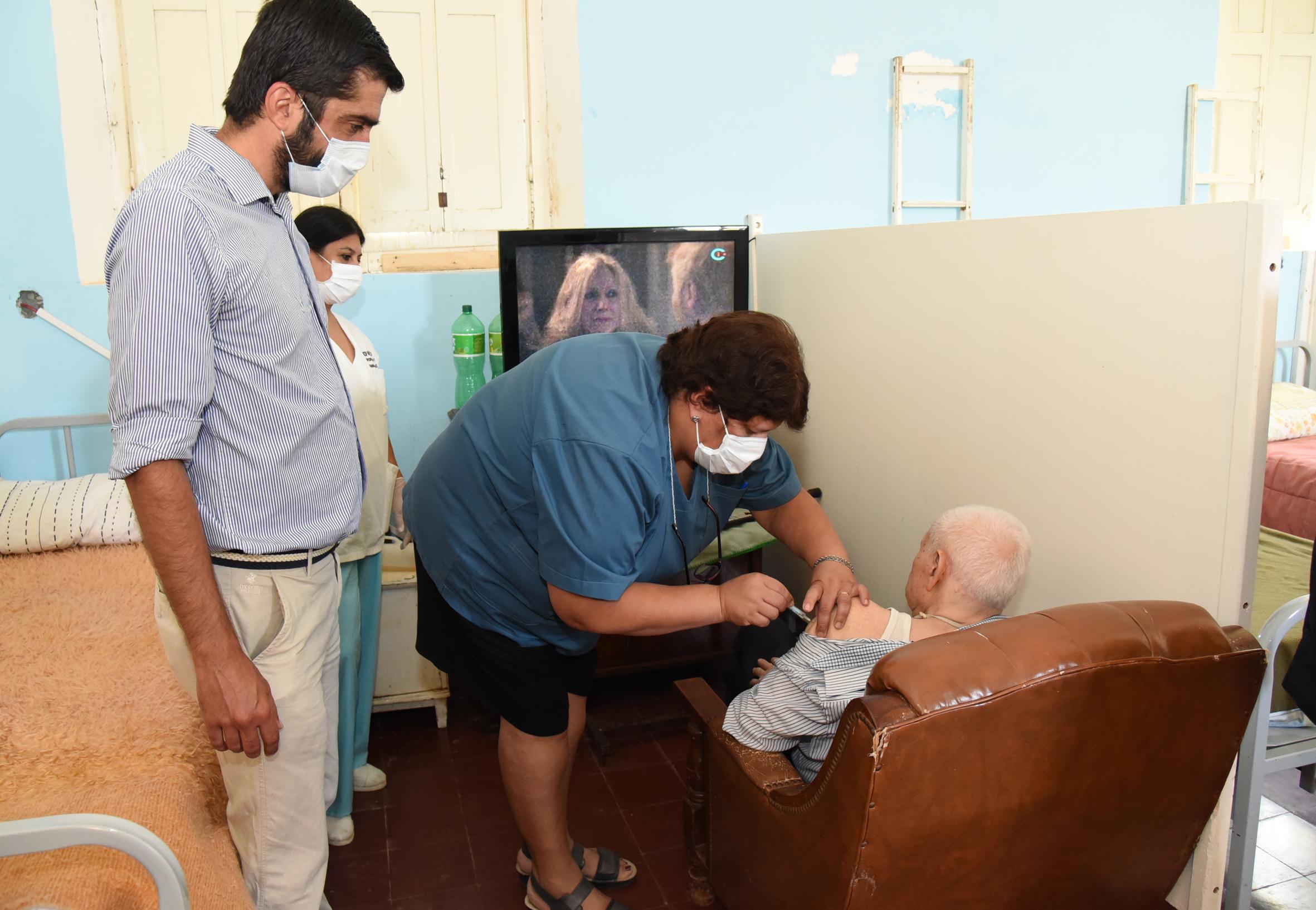 Se inició este jueves la primera etapa de vacunación a personas mayores de 70 años en Concepción del Uruguay